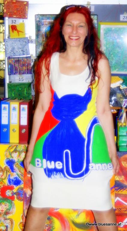 Künstlerin mit Bluesanne-Kleid